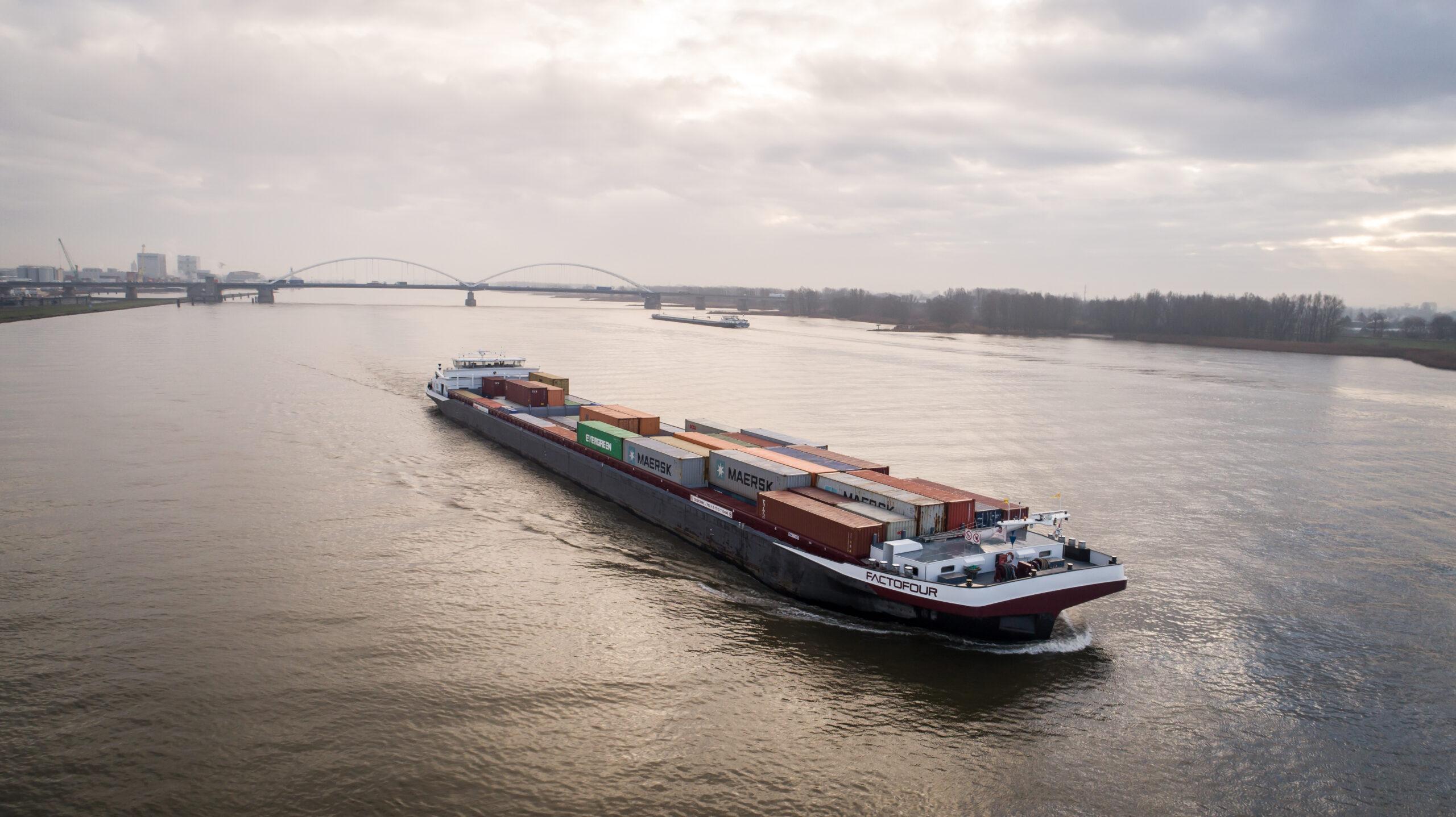 135 lang binnenvaartschip vaart autonoom