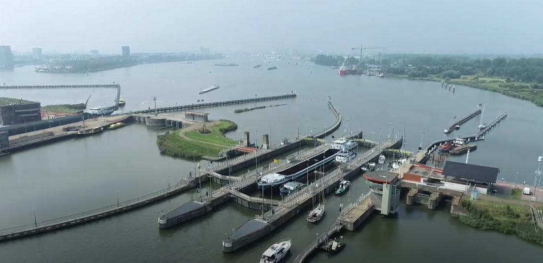 Rijkswaterstaat experimenteert met slimme camera's en sensoren op het IJ
